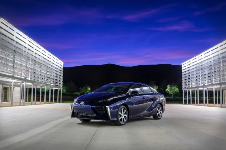 2016-toyota-fuel-cell-vehicle-002-1 (1)